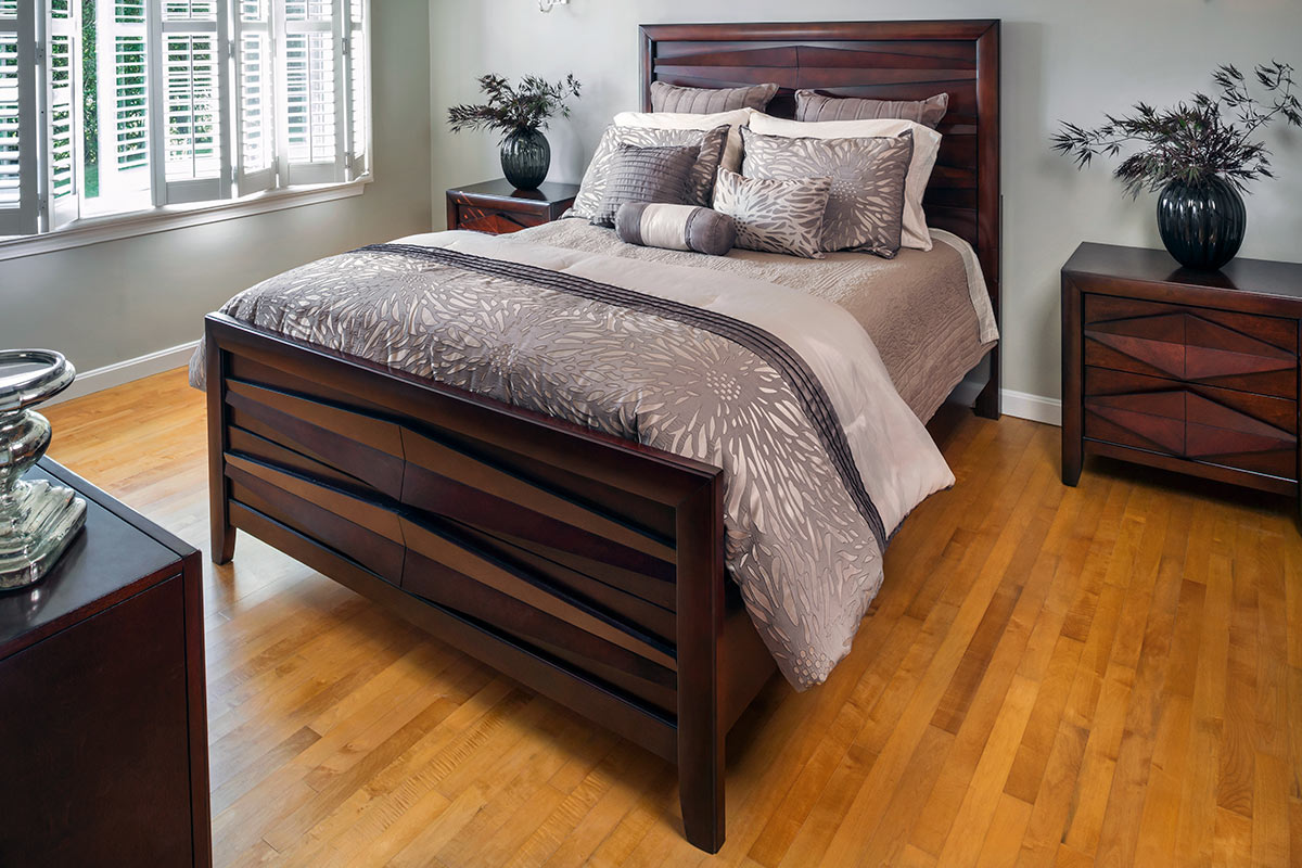 Bedroom with furnished bedset